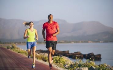 Fragt ASICS: Müsst ihr euer Lauftraining im Sommer ändern?