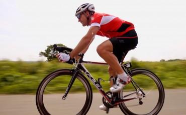 image of Wiggle staff member Richard Pearman riding his road bike wearing Gore Bike Wear clothing