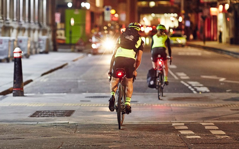 lights buying guide - cyclists riding at night